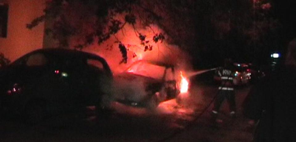 Doua masini au luat foc, marti noaptea, pe strada Onestilor. Comunicat ISU
