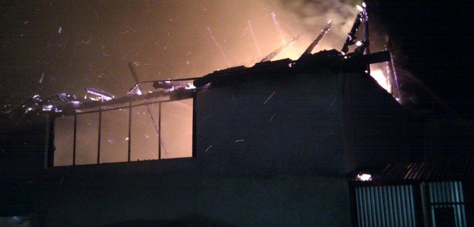 O magazie cu ingrasaminte si combustibili a luat foc, joi noaptea, in Ghiorac