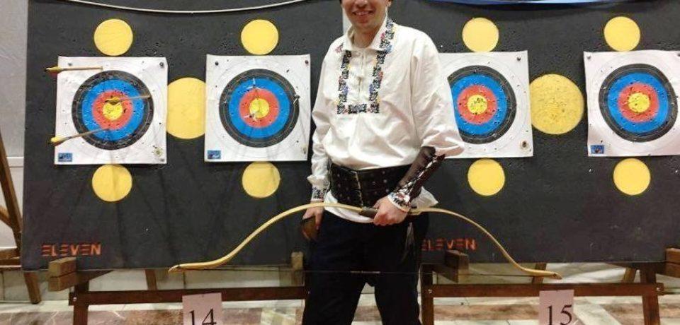 De trei ani, campion naţional en titre la tir cu arcul