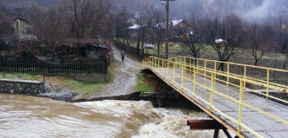Cod galben de inundaţii în 19 bazine hidrografice, până miercuri după-amiază. 3 sunt din Bihor