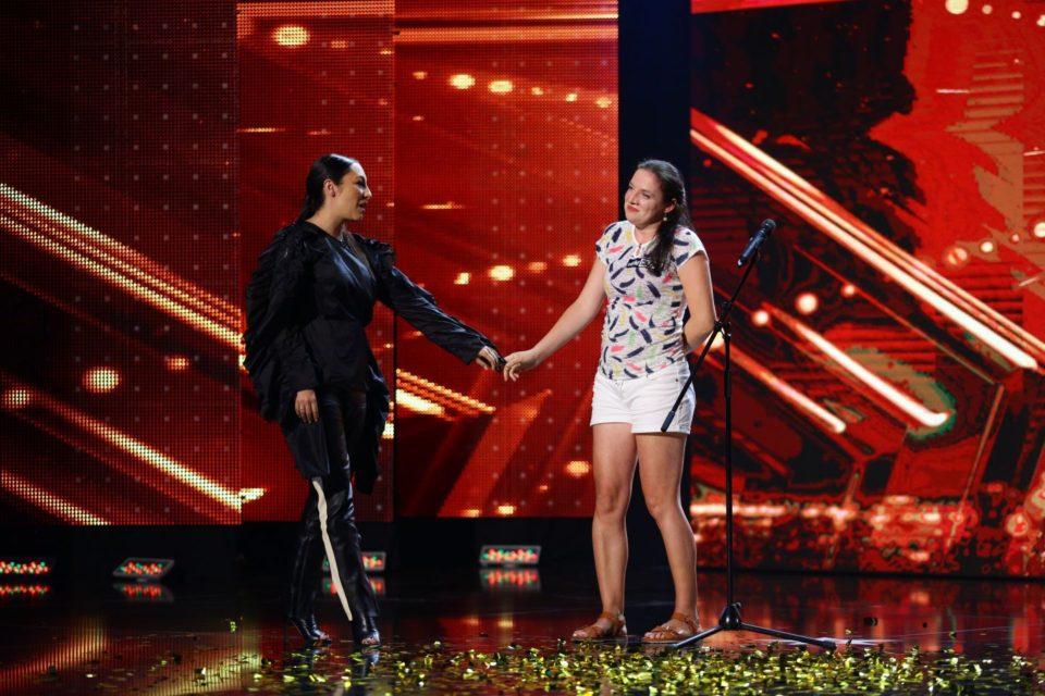 """Femeia de serviciu cu voce de aur de la """"Romanii au talent"""" va canta la Oradea in Balul Operei Vox"""