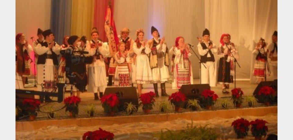 """""""Nuntaşii Bihorului"""" va invita la un spectacol dedicat doamnelor şi domnişoarelor. Intrarea e libera"""