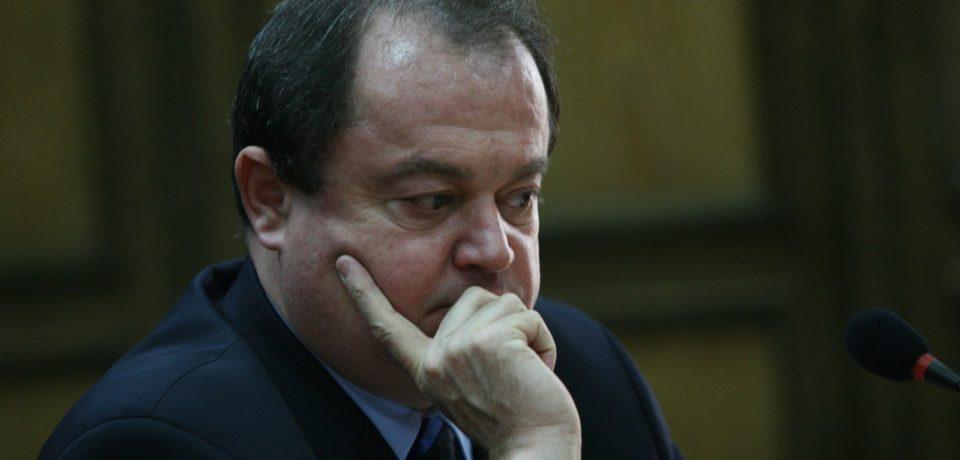 Vasile Blaga rămâne sub control judiciar în dosarul în care este judecat pentru trafic de influenţă