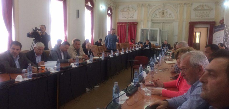 Mult zgomot pentru nimic. Liberalii din Consiliul Judetean Bihor au cazut la pace