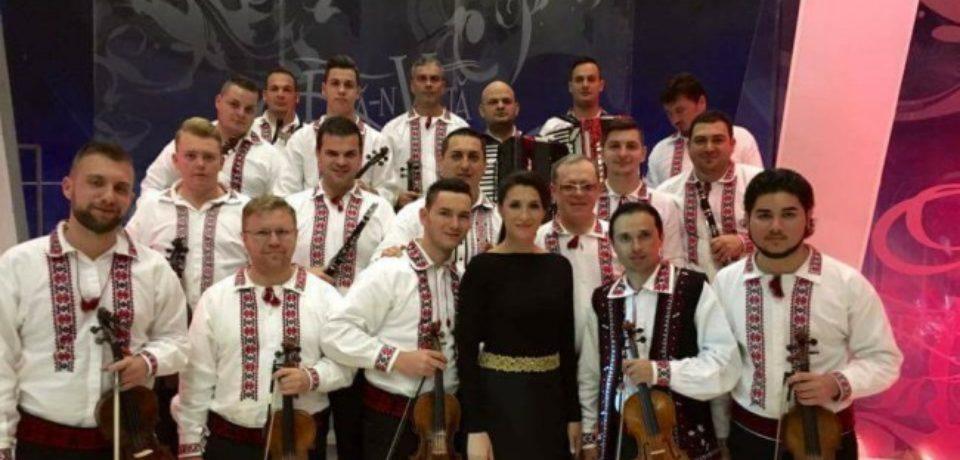 """Orchestra """"Rapsodia bihoreană"""" va acompania nume mari ale cantecului popular romanesc, intr-un spectacol de excepţie"""