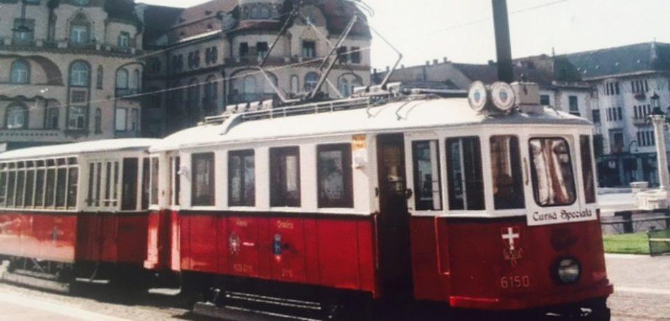 Tramvaiul de epocă şi autobuzul turistic ies din nou pe traseu