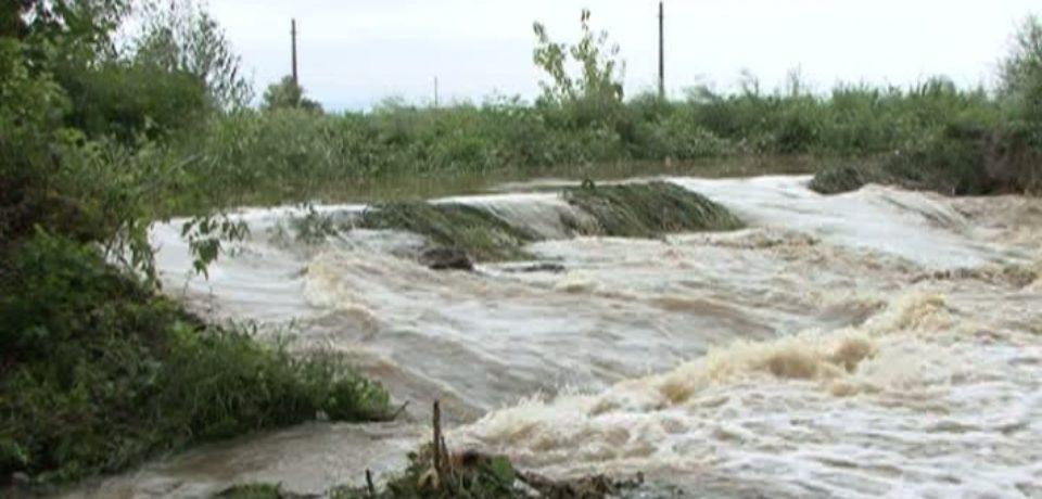 Cod galben de inundaţii în şapte bazine hidrografice, până duminică la prânz