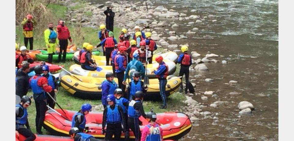 """La concursul de rafting """" Mures Maraton"""" o echipa din Bihor a fost pe podium"""