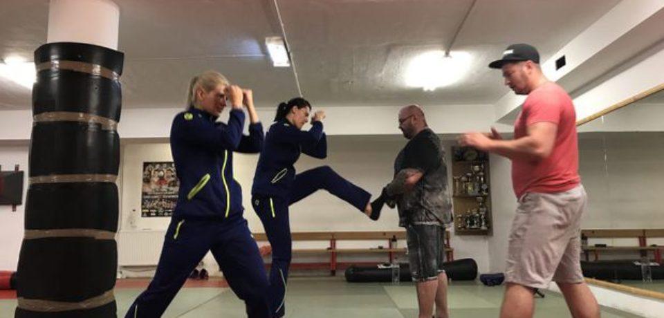 Luptătorul de MMA Sandu Lungu le-a antrenat pe handbaliste pentru războiul cu Austria!