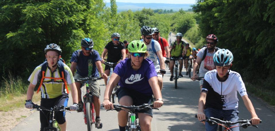 Pedalare și degustare: 140 de bicicliști au străbătut Drumul Vinului – VIDEO