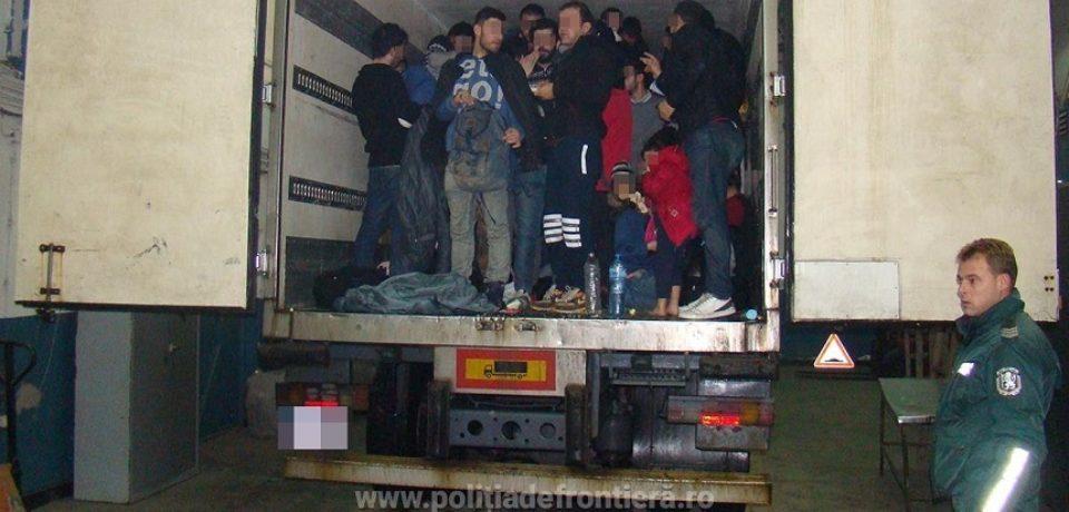 ITPF Oradea: 91 de migranți depistați într-un TIR din Turcia