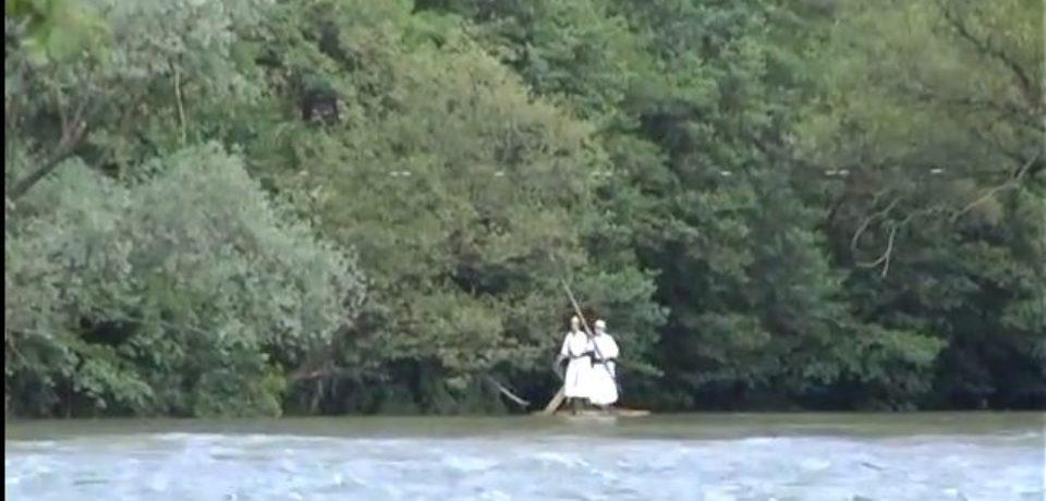 Cu pluta pe Criș: așa era transportată sarea din ocnele transilvănene – VIDEO