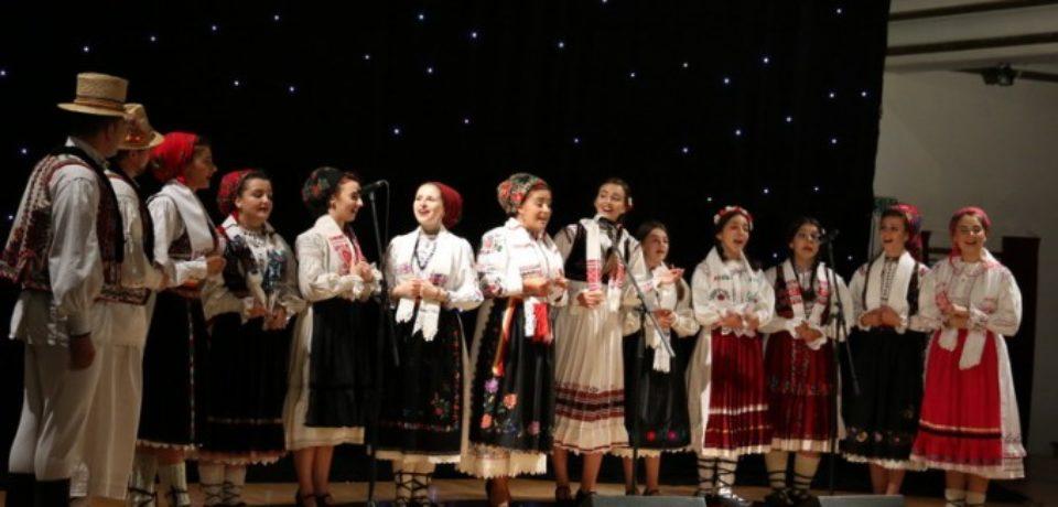 """""""Un talent show de folclor"""" a reunit pe scena Filarmonicii oradene sute de concurenti"""