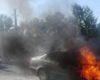 O masina a luat foc in Borozel. Imagini spectaculoase din timpul interventiei