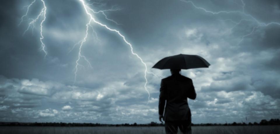 O nouă avertizare meteo de furtuni până duminică seara. Bihorul e inclus