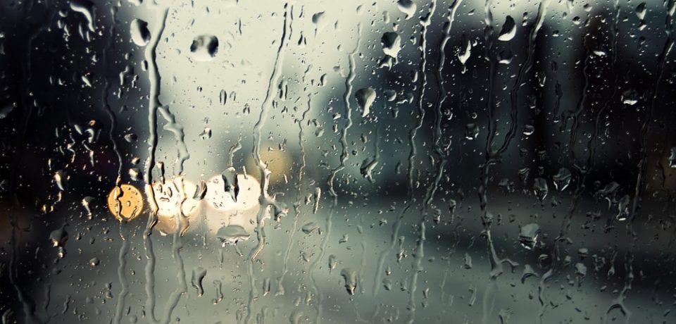 Instabilitate atmosferica si ploi de sambata seara pana luni seara, incepand cu vestul tarii