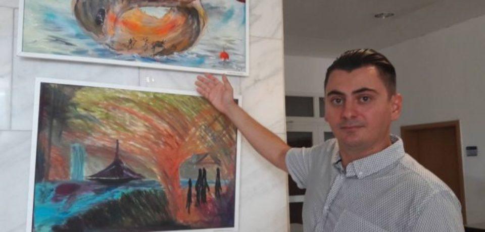 Un pompier originar din Beius se descarcă de greutăţile meseriei prin pictură