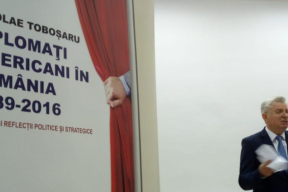 Specialistul in geopolitica pentru care Emil Constantinescu a venit la Oradea in 2009 a lansat, la Universitate,  o carte despre ambasadorii americani in Romania