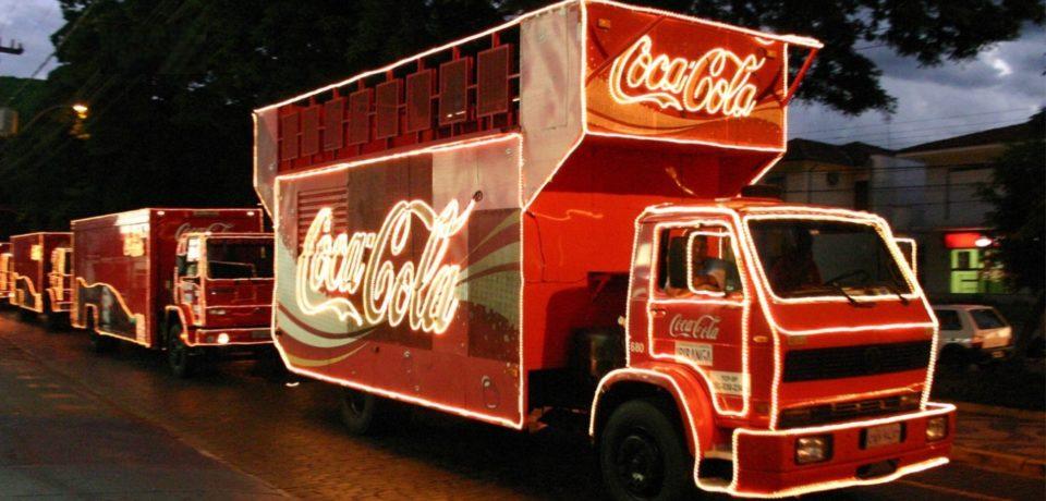 Celebrele camioane Coca-Cola au pornit prin tara. Vezi cand ajung la Targul de Craciun din Oradea. VIDEO