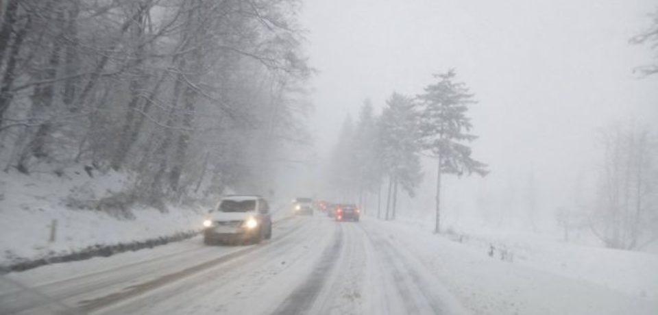 Dacă mergeți în Maramureș cu mașina sunt obligatorii cauciucurile de iarnă
