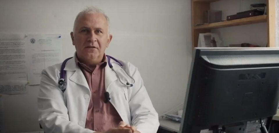 Un medic din Bihor, dat exemplu de Societatea Nationala de Medicina Familiei dupa ce a refuzat oferte din Franta si Londra pentru a ramane in Bicacel. VIDEO