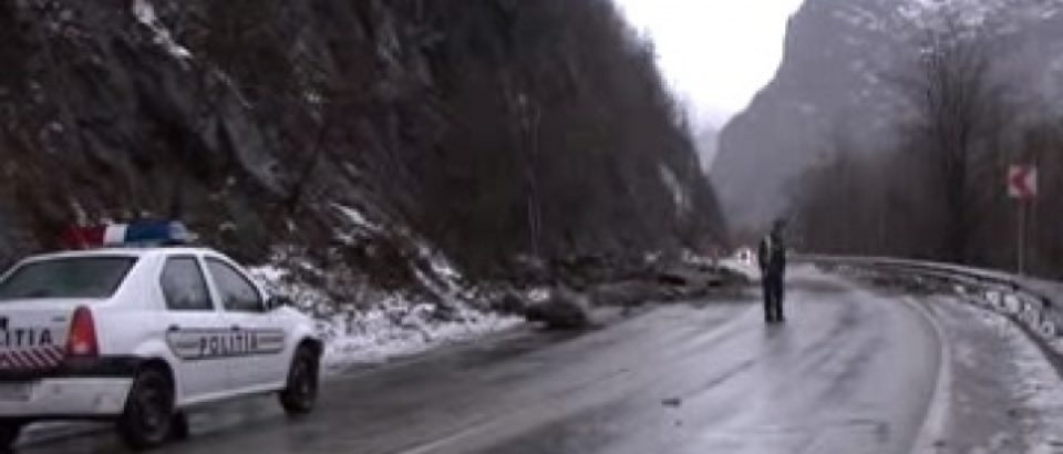 Restricţii de circulaţie pe mai multe drumuri din ţară. Vezi care sunt și cele din Bihor