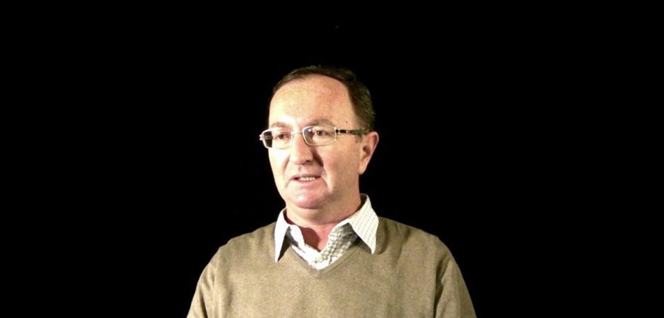 OMUL-REBUS. De zeci de ani, corespondentul Radio România Actualităţi în Bihor creează careuri de cuvinte încrucişate, integrame şi jocuri logice pentru revistele de profil