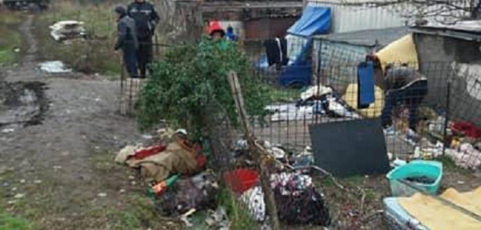Polițiștii locali au desființat un adăpost improvizat de pe strada Milcovului