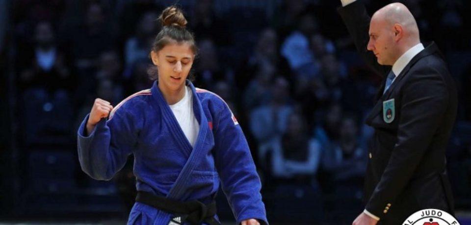 Larisa Florian participă la Masters-ul de la St. Petersburg