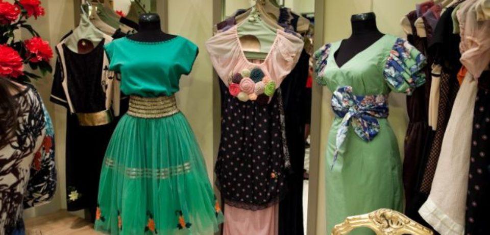 Povestea unui brand românesc cu haine aparte, produse din acest an şi în Bihor