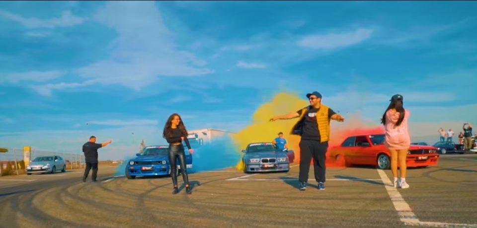 Studentul care si-a dat licenta pe ritmuri hip-hop a filmat in Oradea un clip in care tricolorul este realizat din fum de cauciucuri