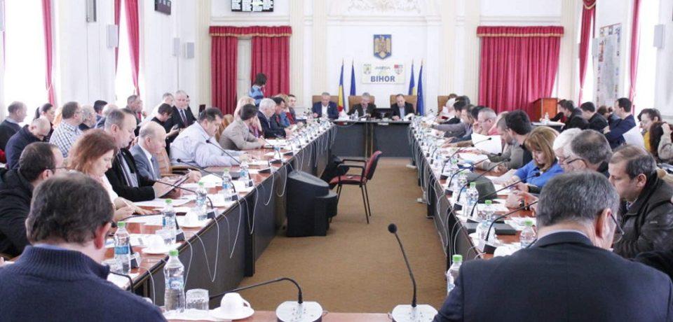 Discuții aprinse dar vot unanim pe repartizarea a 420 de milioane de lei la CJ Bihor