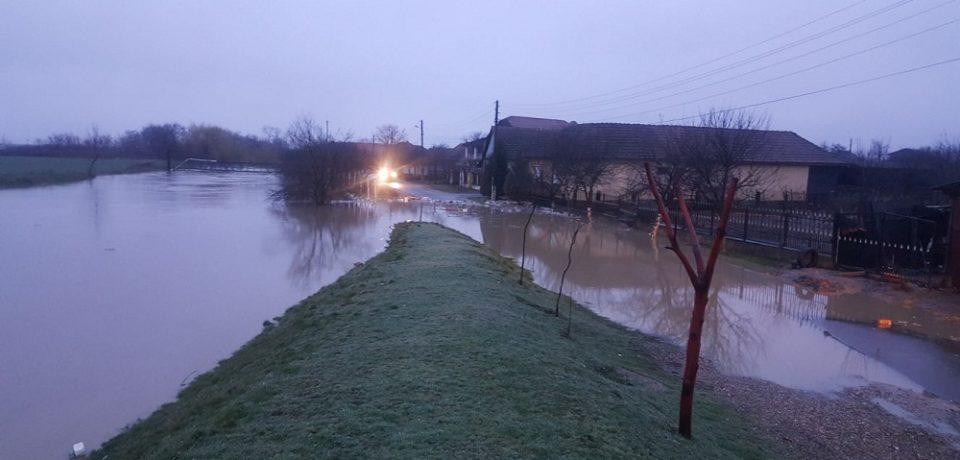 Nou cod galben de inundaţii pentru 18 judeţe. Bihorul e vizat