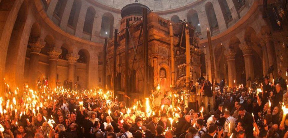 Sfânta Lumină de la Ierusalim va fi adusă sâmbătă în România