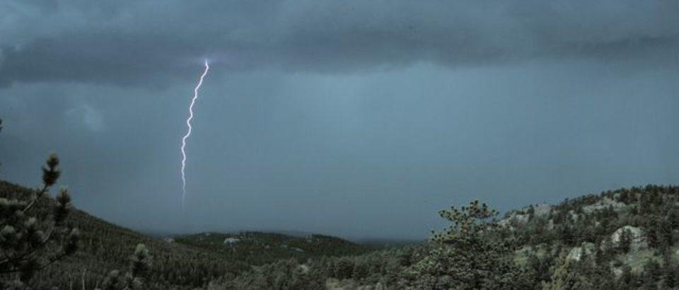 Avertizare meteo COD GALBEN de ploi torenţiale, grindină şi vijelii. Bihorul e vizat