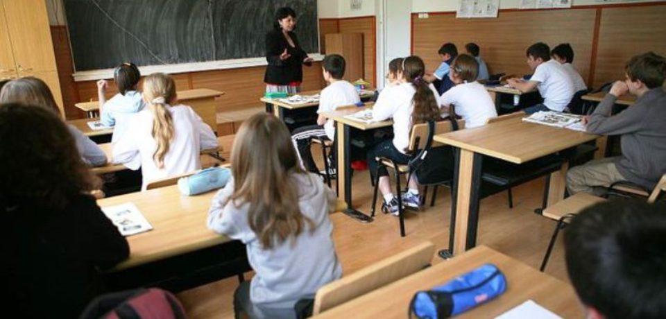 Elevii se întorc la școală luni, 6 mai