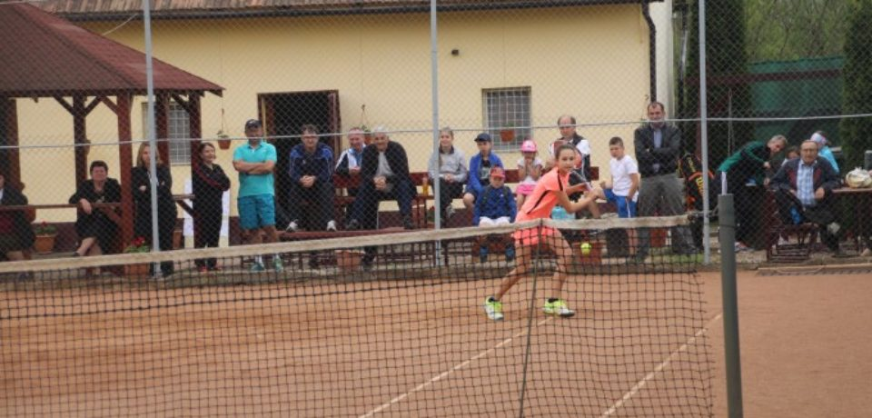 """Baza Sportivă """"Iris"""" Ștei va găzdui un nou turneu de tenis de câmp"""