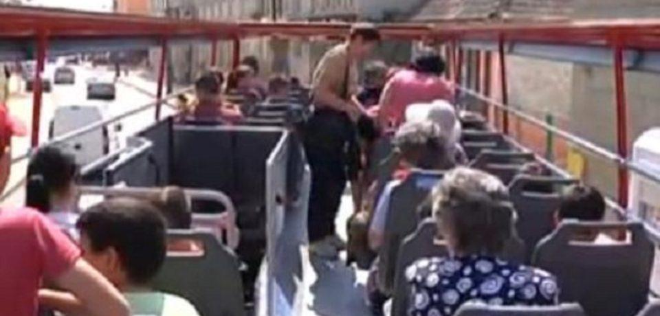 Plimbare prin Oradea cu autobuz decapotabil, de luna viitoare