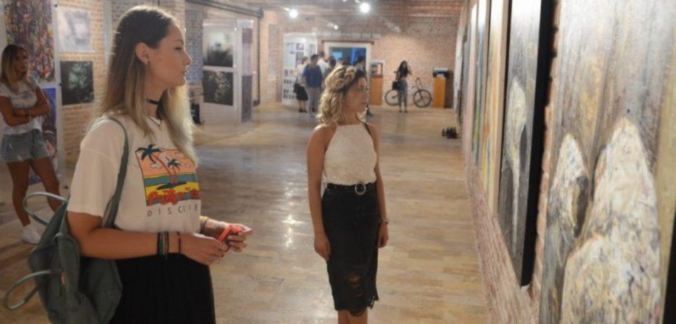 Expoziție de artă și concert cu intrarea liberă la Muzeul Ţării Crişurilor