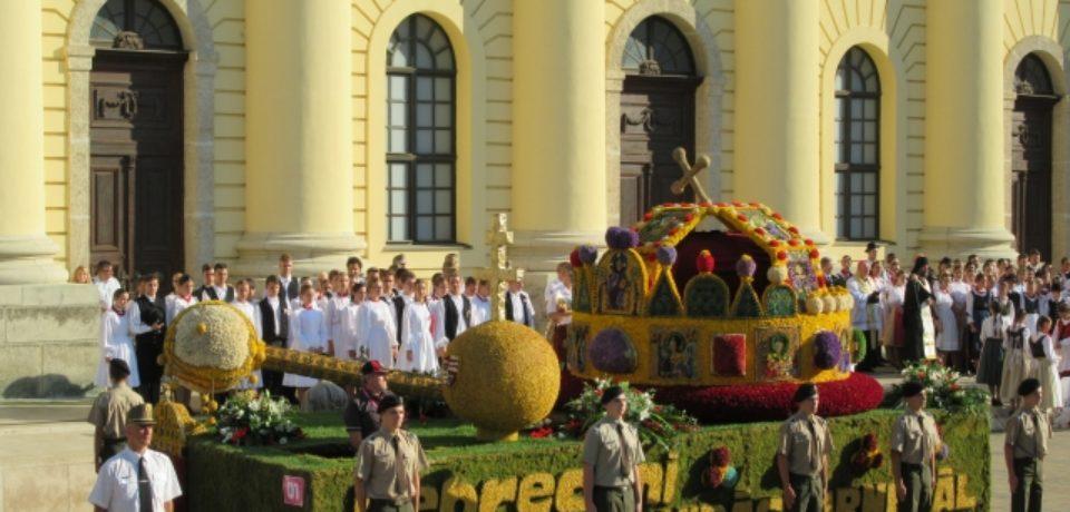 Fostul primar al Clujului, Gheorghe Funar,  îi acuză pe unguri că au invadat Oradea cu un tanc din flori