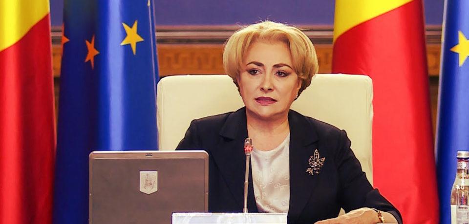 Premierul Dăncilă susține că părinții i-au cerut să renunțe la programul prin care toți elevii primeau vouchere de 250 de lei pentru rechizite