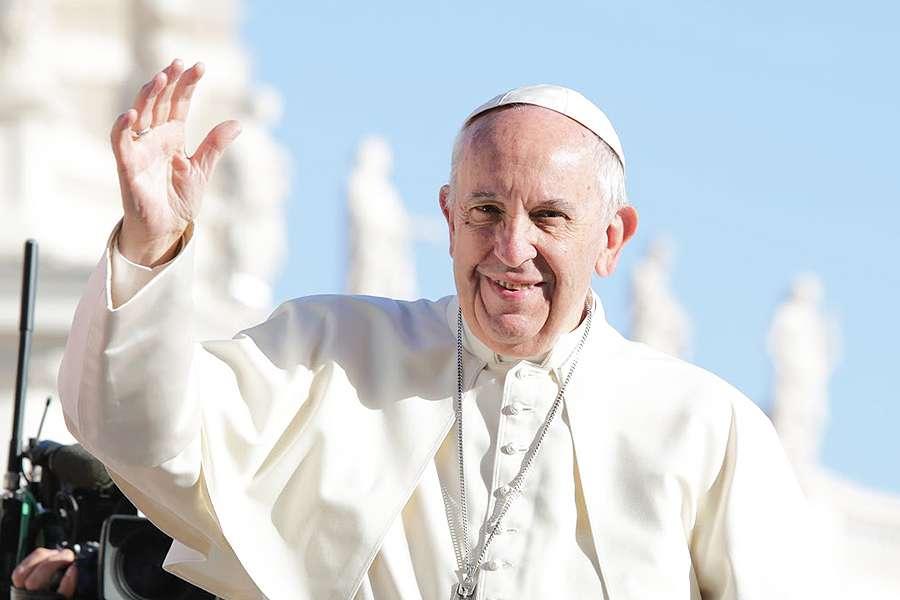 Episcopul oradean, László Böcskei, a prezentat cele mai noi detalii despre vizita Papei in Romania