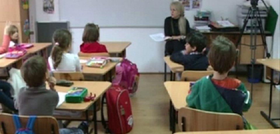 Elevii din învăţământul primar şi preşcolarii se întorc la cursuri
