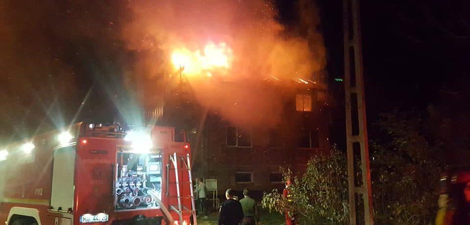 Incendiu pe strada Sofiei. O  casa a luat foc din cauza unui cos de fum