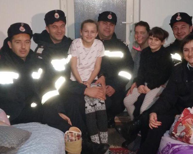 """""""Daruri de la pompieri pentru 100 de copii"""", proiect caritabil al ISU """"Crişana"""""""
