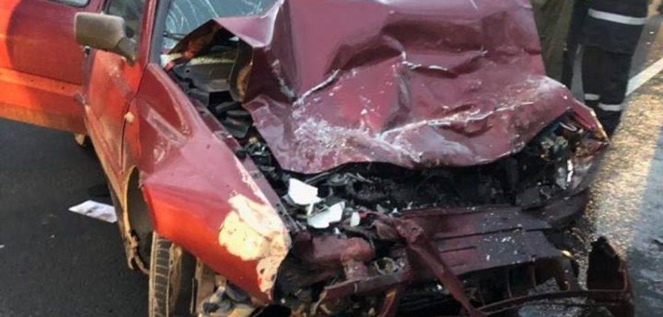 Update: Accident mortal pe DN76. Au fost implicate 17 persoane, din care 14 minori și trei adulți
