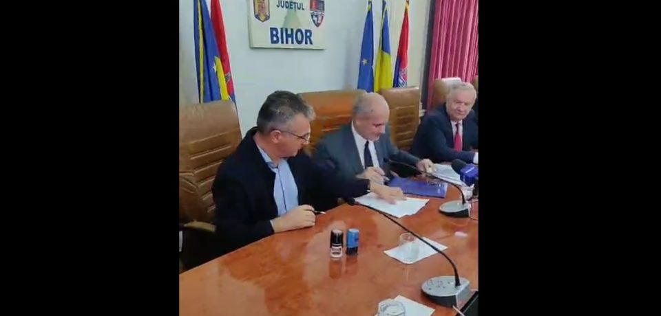 Autostrada Transilvania: CNAIR a semnat la Oradea contractul pentru construcţia lotului Biharia – Borş
