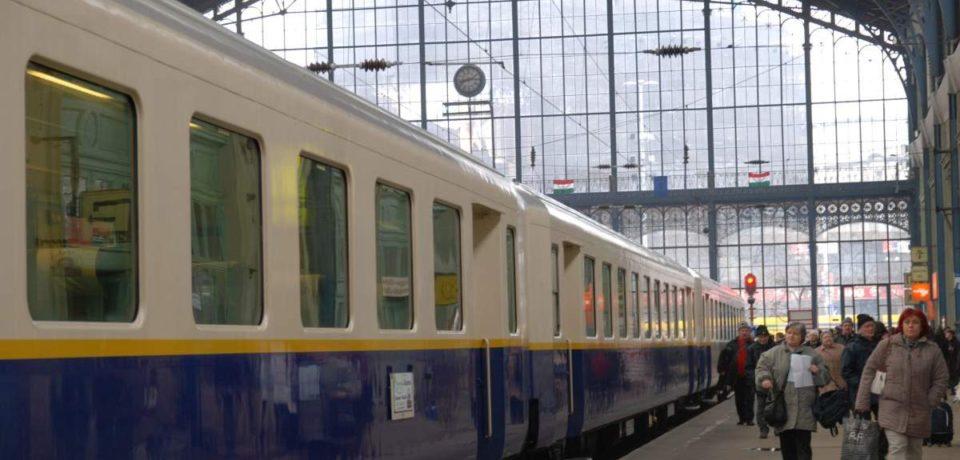 """""""Trenul nostalgiei"""" ajunge la Oradea duminică, 16 decembrie"""