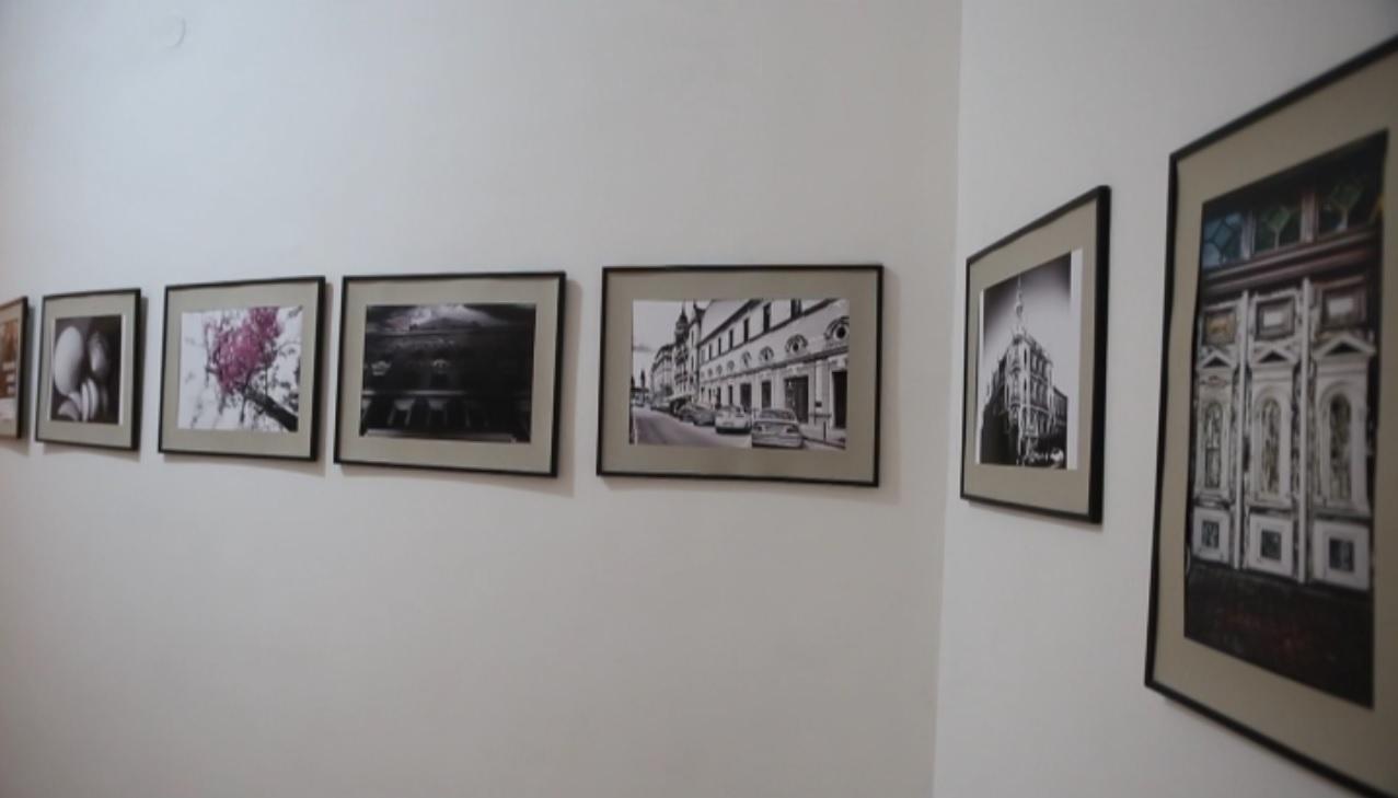 Un fotograf oradean  a deschis o expozitie cu imagini artistice realizate cu telefonul