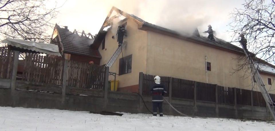 Incendiu urias. A luat foc un centru de plasament din Oradea